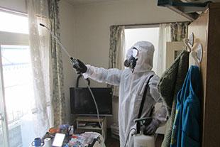 ネクストの特殊清掃は、部屋中にこびりついた異臭と病原菌の除菌や害虫駆除を行います。消臭作業は丁寧に行います。