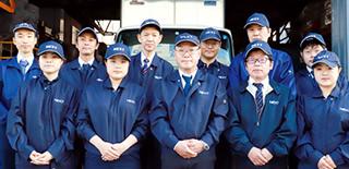 遺品整理人・遺品整理士たち。遺品整理ネクストの社員一同の集合写真です。