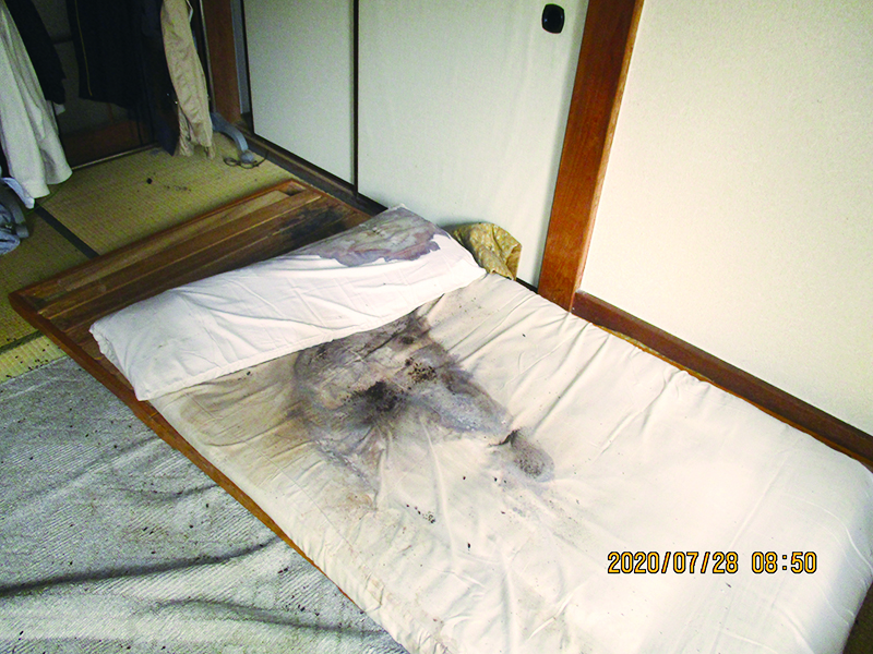 東京都足立区の孤独死された故人のご自宅の特殊清掃と遺品整理のご依頼を、不動産会社の方からご紹介を受け作業してきました。家財道具をすべて持ち出した後、