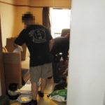 東京都新宿区の生前整理現場。1LDKの部屋を生前整理し、その後、解約に向けてきれいに清掃をしていきます。