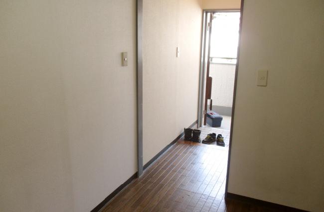 東京都新宿区の生前整理現場。1LDKの部屋を生前整理し、その後、解約に向けてきれいに清掃した上で完了しました。最後は物がひとつもなく、そのまま解約できる状態にして、終了です。