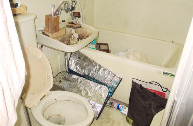 東京都新宿区の遺品整理現場。1LDKの部屋を遺品整理し、その後、解約に向けてきれいに清掃した上で完了しました。最後は物がひとつもなく、そのまま解約できる状態にして、終了です。